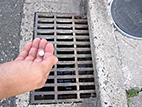デミリン発泡錠1% 使用方法1 [害虫退治、駆除、対策、ハエ(蠅)、チョウバエ、ユスリカ、蚊、小さい虫、幼虫、発生源対策、風呂、水路、汚水、河川、池、水たまり]